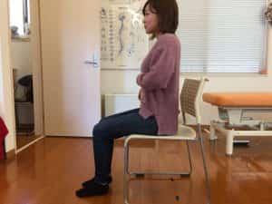 イスの正しい座り方